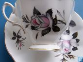 Kop en schotel - Queens Messenger - Royal Albert