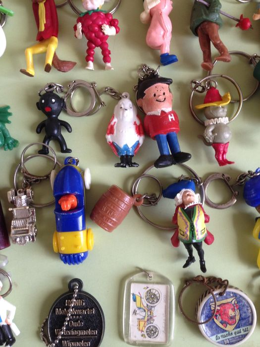 Old keychains, 420 pcs - Fairy tale characters, Disney