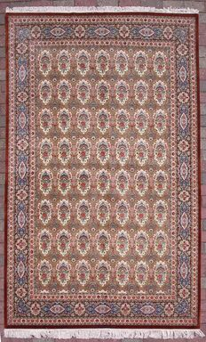 Persian Ghom rug - made entirely of silk - signed Bolandian