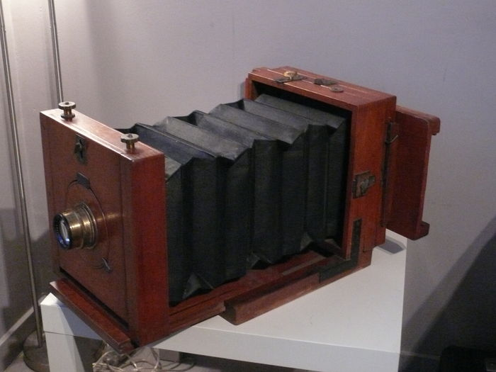 Unique English Wet plate studio camera with focus glass (16.5 x 12 cm) and wet plate holder, ca. 1865