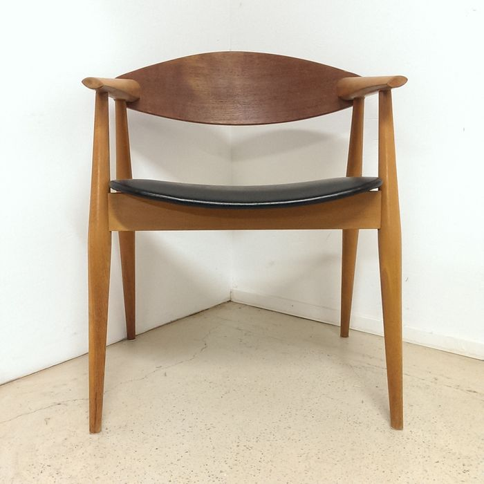 Scandinavian Design Desk Chair   Wegner Style