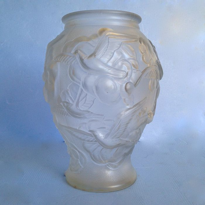 Pressed Glass Art Deco Vase With A Decor Of Birds Catawiki