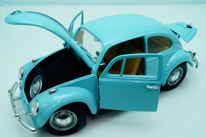 Road Tough - Scale 1/18 - Volkswagen Beetle 1967 Baby Blue