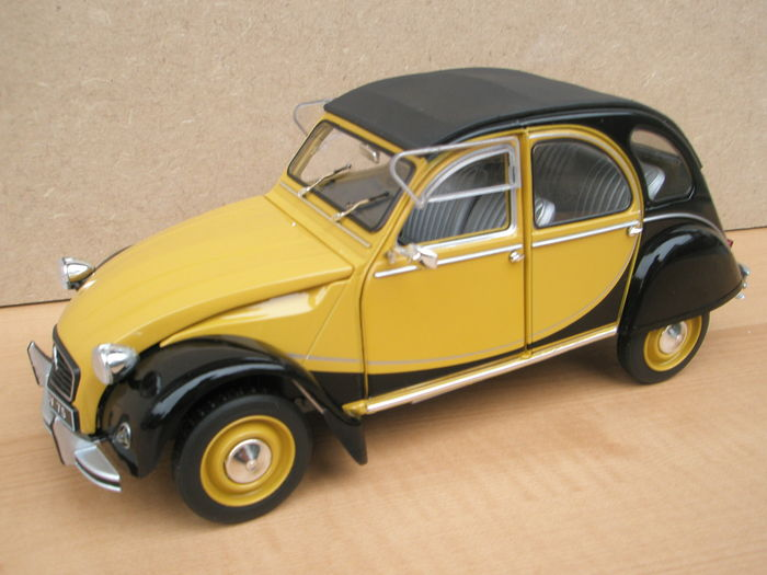 Solido Collection Prestige - Scale 1/18 - Citroën 2CV Charleston 1982