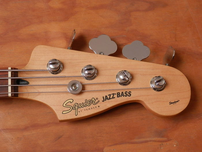Squier Jazz bass 4 snarig.