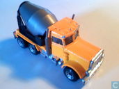 Peterbilt cement truk
