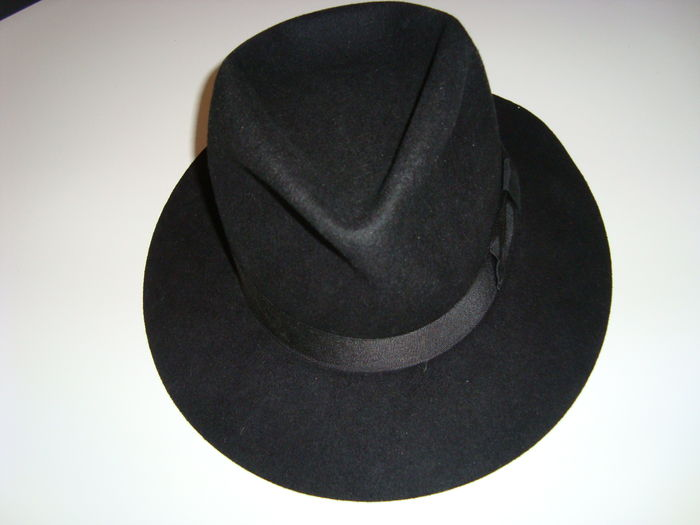 862f47f220c67 Michael Jackson personally owned worn black hat Billie Jean fedora ...