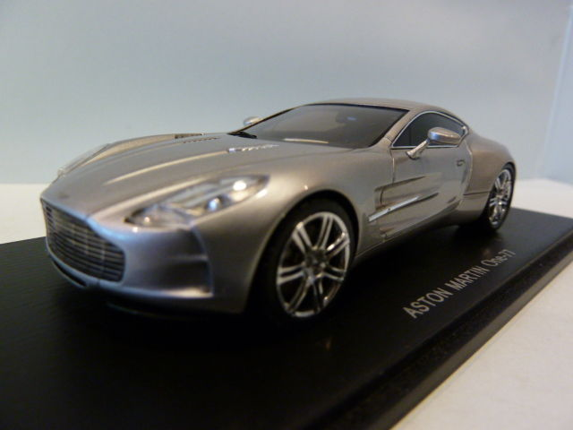 Spark   Scale 1/43   Aston Martin One 77, Zilver Metallic