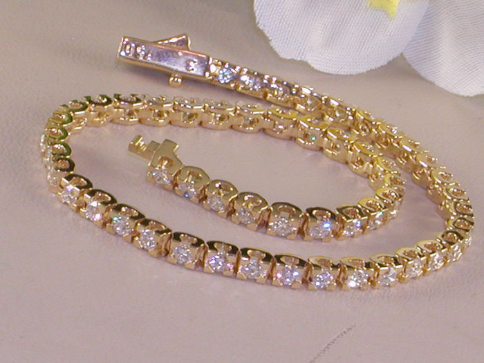 Yellow gold tennis bracelet set with diamonds – 2.24 ct in total F/VS1 - Length: 18.7 cm
