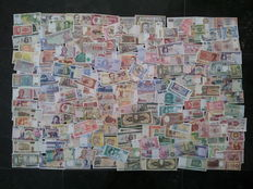 World - Collection of 200 banknotes from around the world