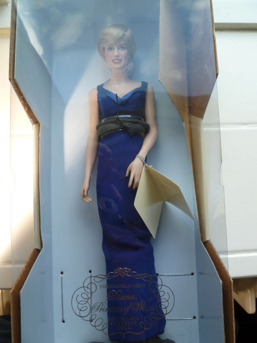 Franklin Mint - Diana Prinses of Wales portret pop - China