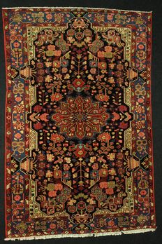 NAHAVAND Persian rug, Iran, 293 x 194 cm, plant-based colours