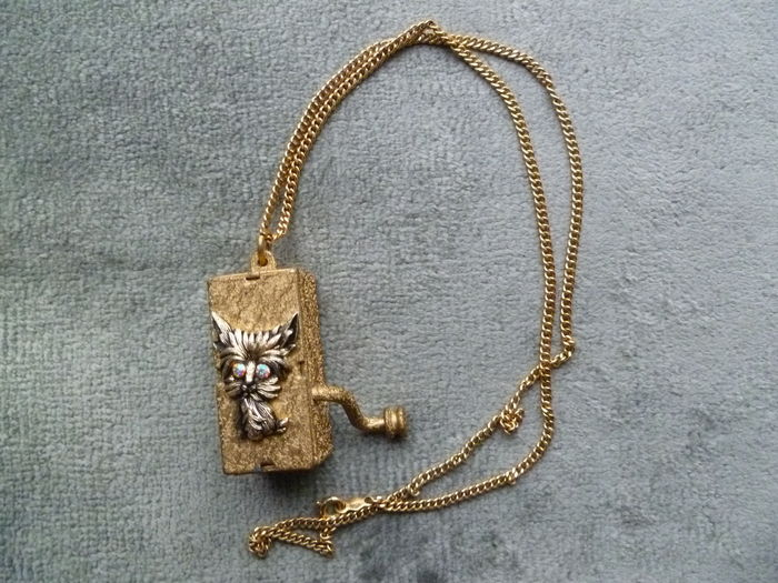 Hurdy gurdy cat eye music box necklace 22k gp catawiki hurdy gurdy cat eye music box necklace 22k gp aloadofball