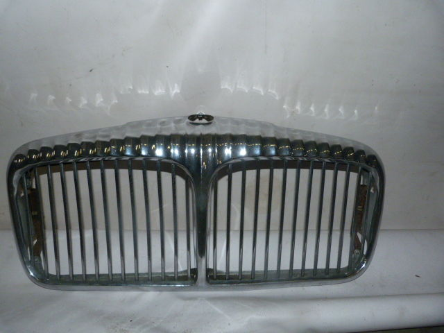 Daimler grill XJ 6 or 12 series II + III - no speckles or rust