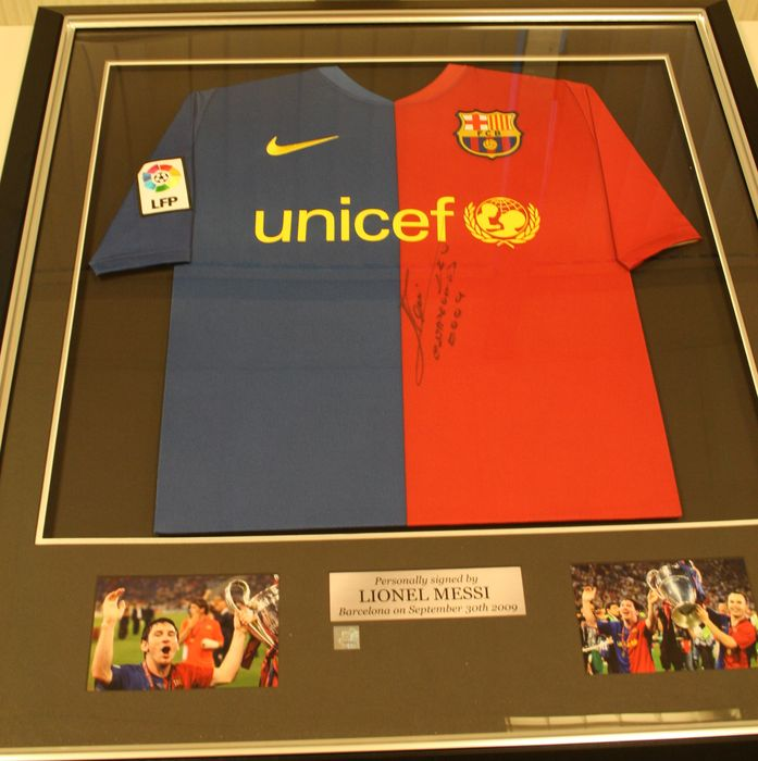very exclusive lionel messi signed shirt in 2008 2009 in beautiful frame coa icons catawiki. Black Bedroom Furniture Sets. Home Design Ideas
