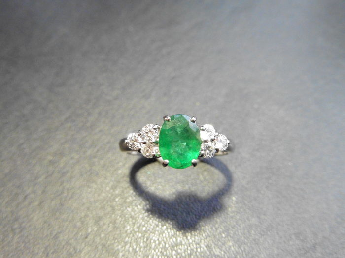 18k gold Emerald and Diamond Ring; emerald 1.26 ct free resize