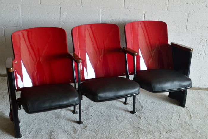 Superbe Art Deco Theater Or Cinema Chairs