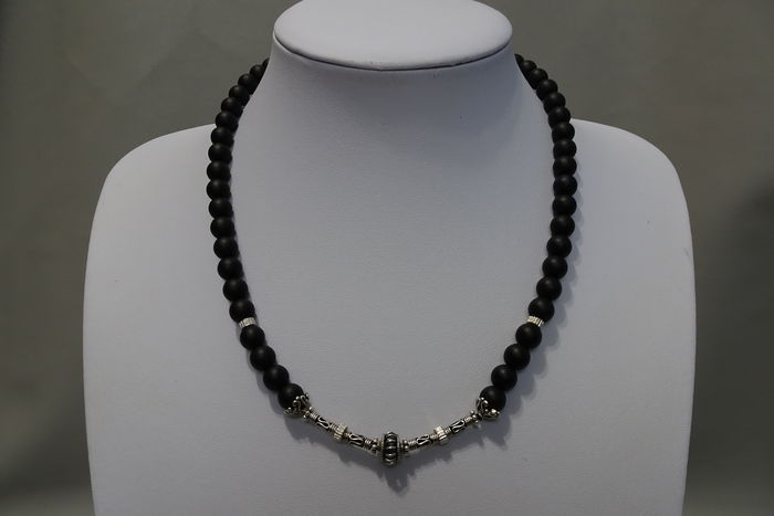 b0148733449c69 Men's necklace with onyx and sterling silver beads. - Catawiki