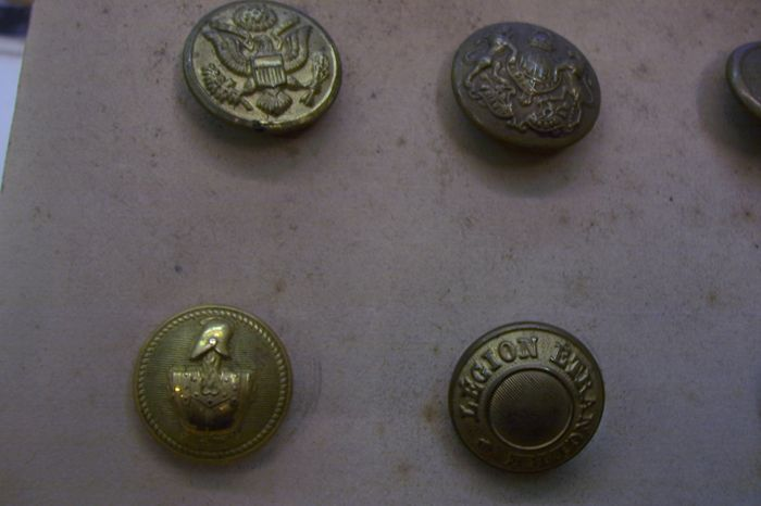 16 buttons from military uniforms  French - Switzerland