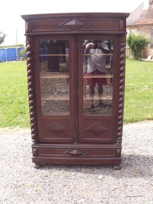 Bookcase in walnut with a beautiful lock - ca. 1890