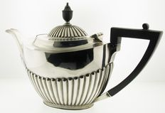 Silver tea pot - The Goldsmiths & Silversmiths Company Ltd - London - 1901