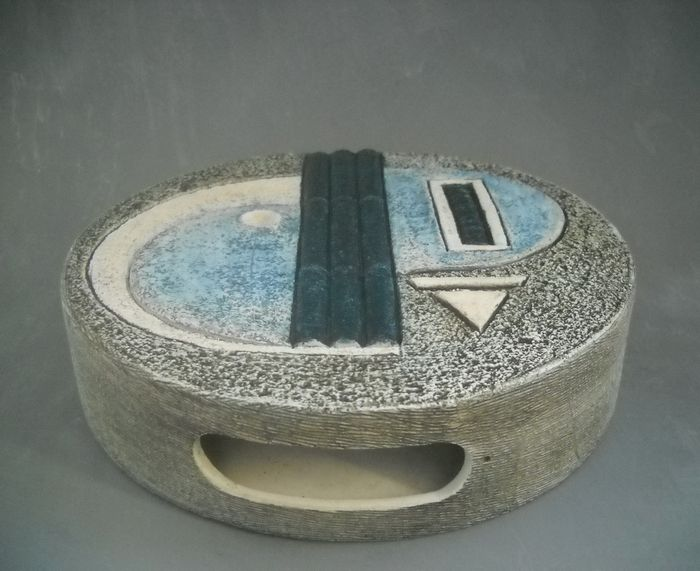 Louise Jinks For Troika Pottery Wheel Vase Catawiki