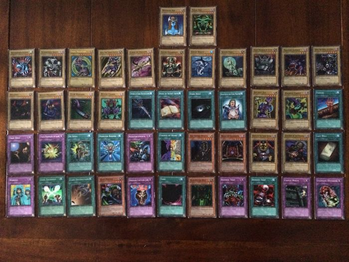 Yu Gi Oh Trading Cards 280 Cards Complete Starter