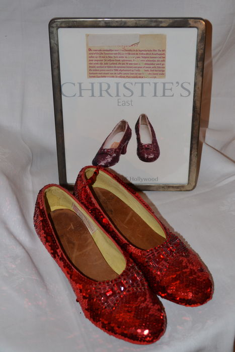 The Wizard of Oz - Judy Garland - réplicas oficiales de las zapatillas rojas de Dorothy - Western Costume Company - Edición limitada - Butterfield & Butterfield
