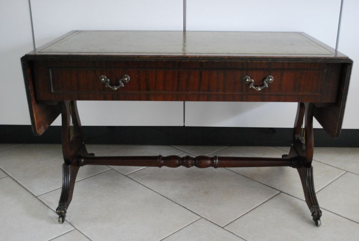 A mahogany regency style sofa table with green leather top for Nfpa 99 table 5 1 11