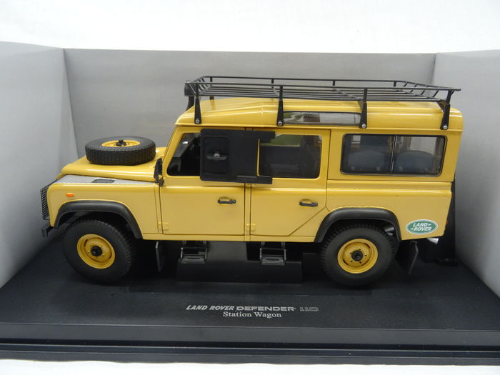 Universal Hobbies - Scale 1/18 - Land Rover Defender 110 Expedition