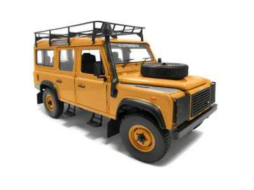 Universal Hobbies - Schaal 1/18 - Land Rover Defender 110 Expedition Sandglow color