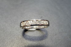 0.35ct Diamond eternity ring - H, si2