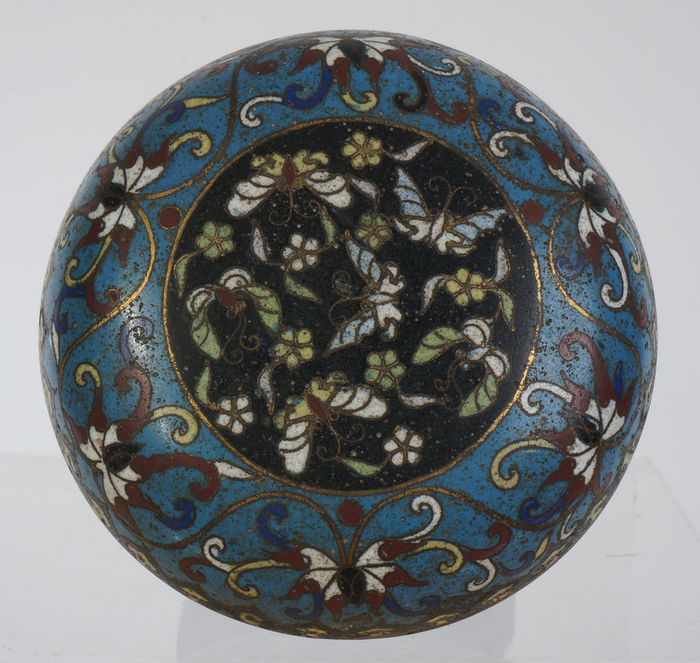 Cloisonné box and cover - China - ca. 18th/19th century (Jiaqing period)