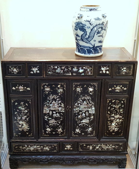 A chinese mother of pearl inlaid hardwood side cabinet for Cabinet chinois meuble