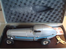 Märklin, Germany - Length approximately 25 cm - Tin Mercedes racing car DB W 25 replica No. 1096 with clockwork motor, 1991