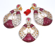 IGI certified 46.64 ct large Old Heritage Diamond, Ruby and Pearl Necklace Pendant set with matching chandelier Earrings