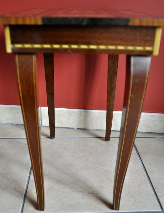 Inlaid table with music box inside catawiki for Nfpa 99 table 5 1 11
