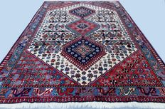 Splendid Persian rug, Yalameh form Iran, app. 154 x 103 cm, end of the 20th century, excellent condition! With certificate of authenticity. Private collection.