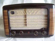 Bakelite tube radio PHILIPS BX490A from 1949 in good condition - playing
