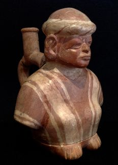 Pre-Columbian Moche culture - figure of a man in poncho - Peru - 17 cm