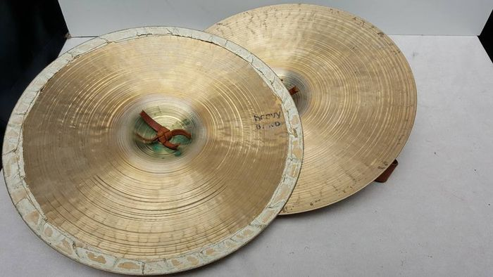 Two Big Hand cymbals - 14 inches - Zanki - Catawiki