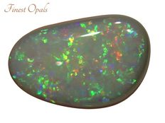 Semi-black opal - 14.4 x 9.1 x 3.4 mm - 3.04 ct