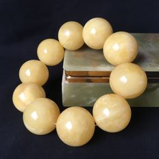 Amber bracelet of Baltic butterscotch amber beads, approx. 25 mm in diameter, of 95 grams
