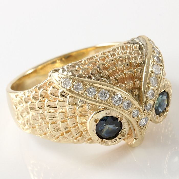 Yellow Gold Ring Set with Diamonds and Sapphires