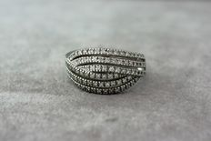 14kt white gold ring set with 0.60 ct