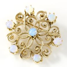 14 kt Yellow Gold Brooch / Pendant Set with 3 mm Opals