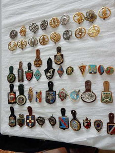 Nice lot of 32 French military medals and 17 French military beret badges or 49 objects in total