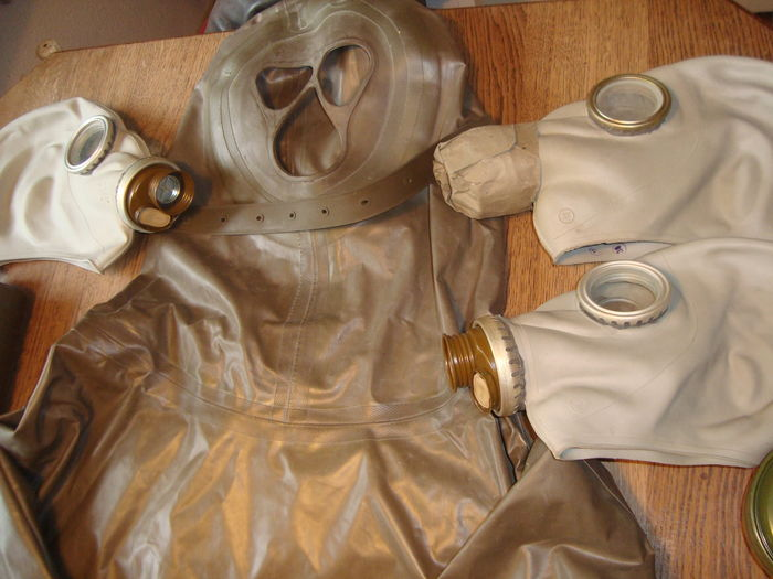 Lot of German gas masks and protection suit / approx  1988 - Catawiki