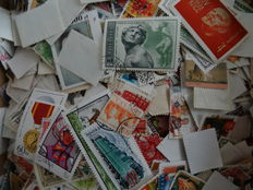 World - Batch with approx. 15,000 stamps in box