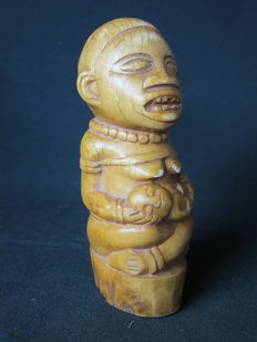 African maternity figure in antique ivory - BACONGO - D.R. Congo